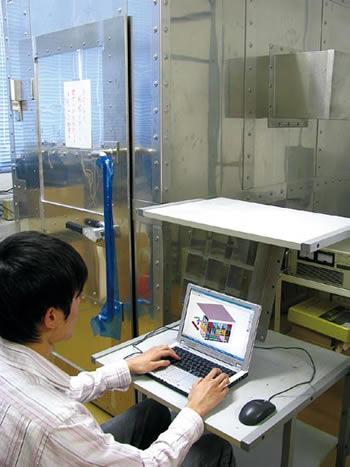 磁性体角筒を併用したMRI用オープンタイプ磁気シールドルームの検討画像